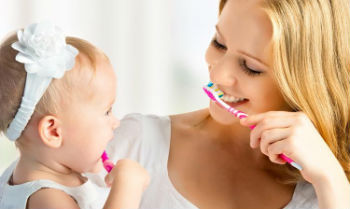Чистка зубов у ребёнка