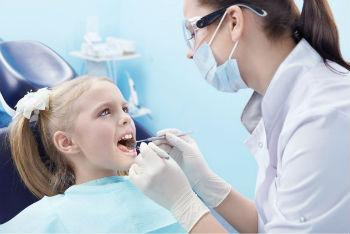 Осмотр зубов у детей