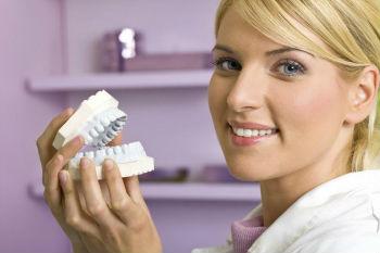 Шесть мифов про зубные коронки
